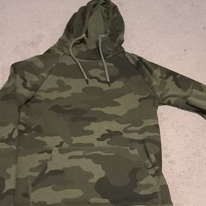 Men Express Camo Hoodie with pockets